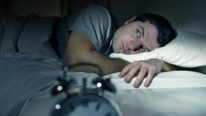 Els cinc hàbits que poden afectar al teu son.