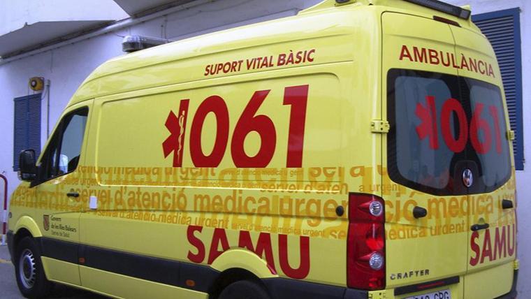 Efectius del 061 han traslladat els ferits a l'hospital de Maó.