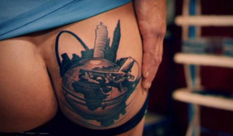 hombres con el pene tatuado