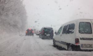 Conductors atrapats per la nevada entre Ripoll i Sant Joan de les Abadesses