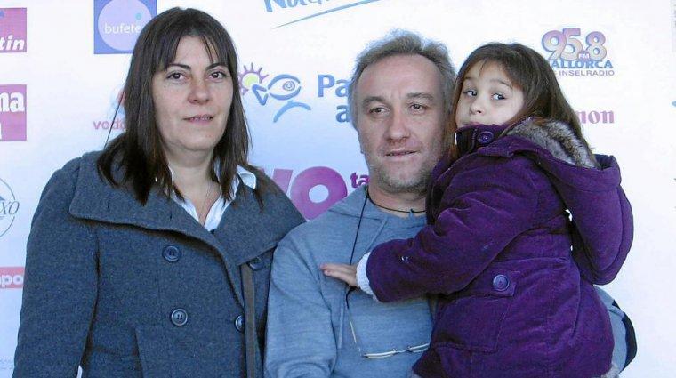Imatge d'arxiu dels pares de la Nadia amb la petita