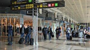 L'Aeroport de Barcelona-El Prat ha reobert aquest dilluns la pista principal