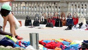 L'Ajuntament de Barcelona actuarà contra els manters.