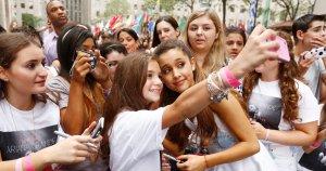 Ariana Grande amb les seves fans.
