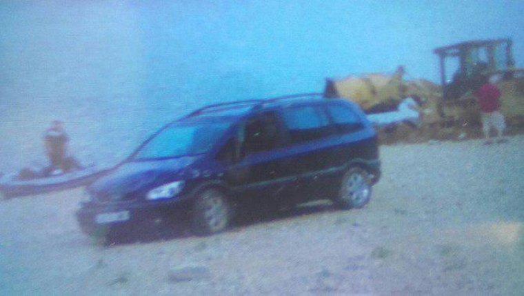 Imatge del vehicle de la parella trobat al pantà de Susqueda