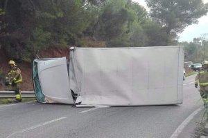 Hi ha bolcat un camió