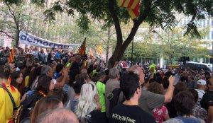 Imatge de la concentració davant de la Ciutat de la Justícia.