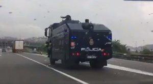 La Policia Nacional envia a Catalunya un canó d'aigua de les unitats d'ordre públic