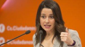 La portaveu del partit polític de Ciutadans, Inés Arrimadas, en una roda de premsa.