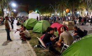 Unes 200 persones han acampat davant del TSJC.