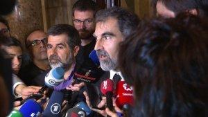 Jordi Cuixart i Jordi Sánchez en compareixença després de la decisió de Puigdemont.