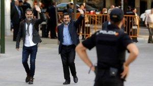 Jordi Cuixart i Jordi Sánchez, moment en què entraven a declarar davant l'Audiència Nacional