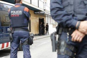 Mossos d'Esquadra en una operació policial