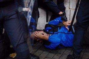 Un home es queixa d'un cop rebut durant les càrregues policials a l'institut Jaume Balmes