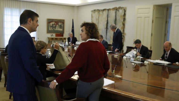El ministre de Justícia, Rafael Catalá, i la ministra de Sanitat, Dolors Montserrat, en el Consell de Ministres Extraordinari del passat dissabte 21 d'octubre