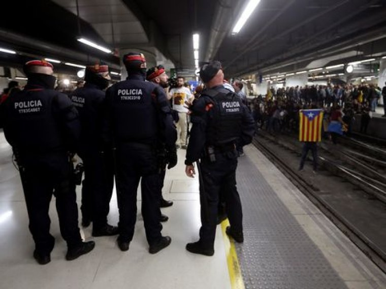 Imatge dels Mossos a l'estació de Sants, ahir.