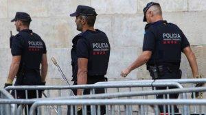 Els Mossos d'Esquadra a la plaça del Palau de la Generalitat