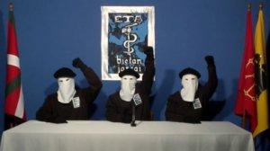 Tres membres d'ETA, durant una roda de premsa