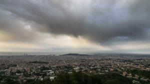 Cel terrós aquest matí amb ruixats de fang a Barcelona