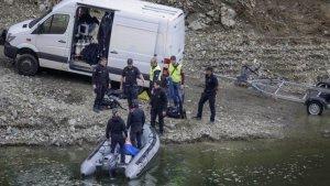 Els Mossos d'Esquadra al pantà de Susqueda, durant la investigació dels fets.
