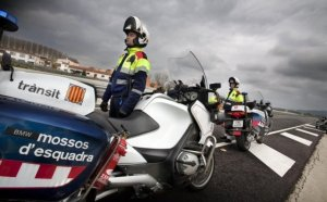 Imatge dels Mossos en un control de velocitat