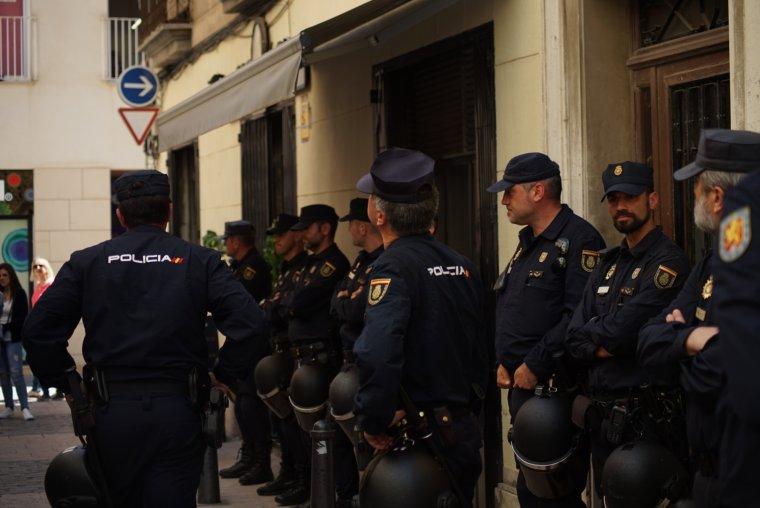 La Policia Nacional ha desplegat més de 500 agents a Catalunya per aquesta operació.
