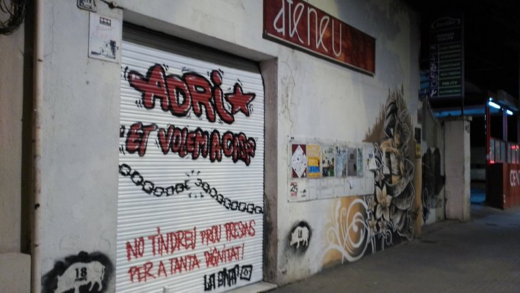 Un mural a Esplugues de Llobregat recordant a l'Adri.