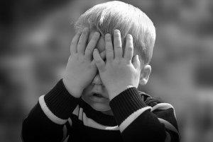Els nens poden passar-ho molt malament i veure's condicionats per les actituds tòxiques dels seus pares