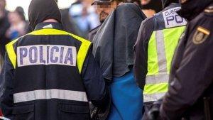 Imatge d'arxiu d'una detenció de la Policia Nacional d'un detingut per terrorisme.