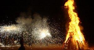 Les fogueres i els petards són un clàssic de la revetlla de Sant Joan