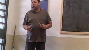 Oriol Junqueras donant una classe d'història a la presó d'Estremera