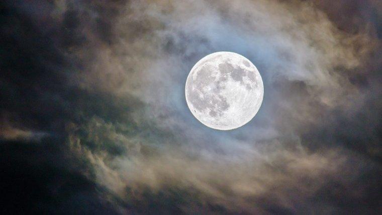 Aquesta nit tindrem la lluna plena del desembre