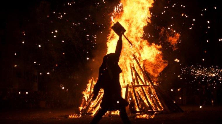 Les fogueres són l'emblema més característic de la revetlla de Sant Joan