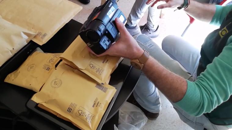 Una de les càmeres que feia servir la banda per gravar als nens i nenes.