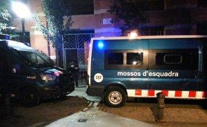Batuda antidroga al carrer de l'Om, al Raval, per part dels Mossos d'Esquadra.