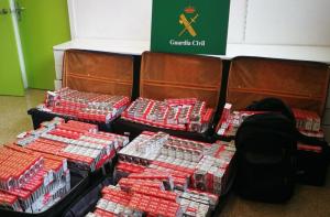 Els homes detinguts volien entrar més de 5.000 paquets de tabac a l'Estat.