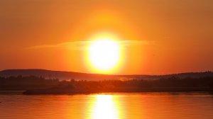 Els raigs solars impacten més directament a l'estiu a l'hemisferi nord