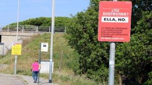 Imatge de la campanya a Gavà: «Tu gaudeixes?, Ella no»