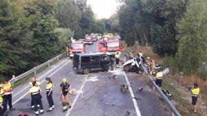 Imatge de l'accident, a la carretera C-63, al terme municipal de Vidreres.