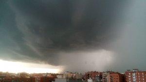 Intensa tempesta apropant-se a l'àrea metropolitana de Barcelona