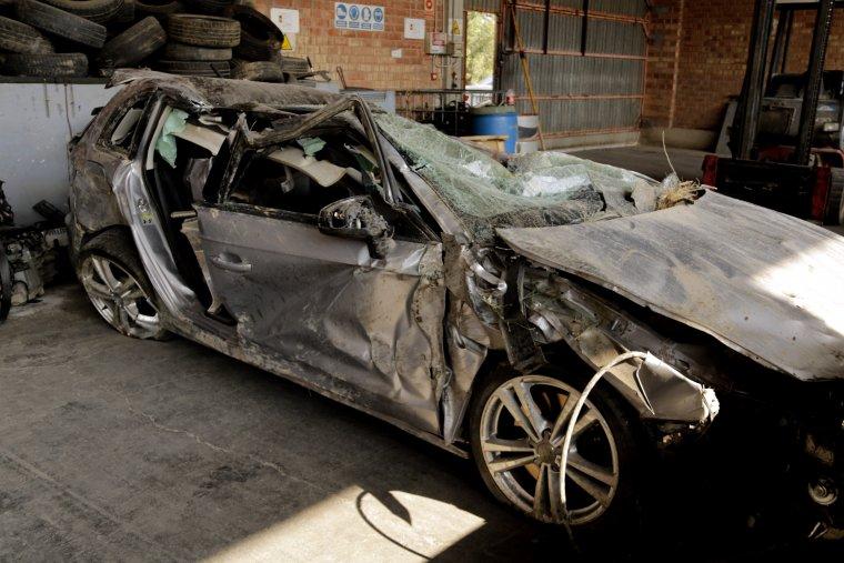 Imatge cotxe accidentat a la C-12, a Balaguer