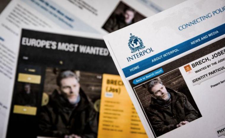 Imatges de l'home detingut, en les fotografies publicades per Interpol.