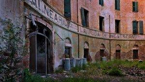 Avui dia, el balneari abandonat de la Puda presenta aquest estat