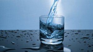 Beure aigua als bars podria ser gratuït