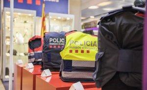 Imatge de les diferents armilles dels Mossos d'Esquadra: ordre públic, Trànsit, Seguretat Ciutadana i instructors.