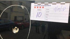 Imatge d'un dels trets, en un cotxe, com a prova de les investigacions dels Mossos d'Esquadra.