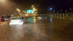 Inundació d'una autopista a Atenes