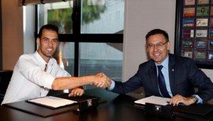 Sergio Busquets a la signatura del seu nou contracte amb el Barça