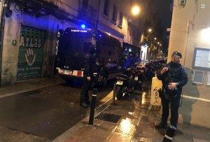 Furgonetes de la BRIMO en diversos punts del barri de Gràcia, a Barcelona.