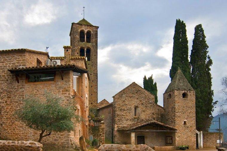 Poble de Llorà, del municipi de Sant Martí de Llémena, a la comarca del Gironès